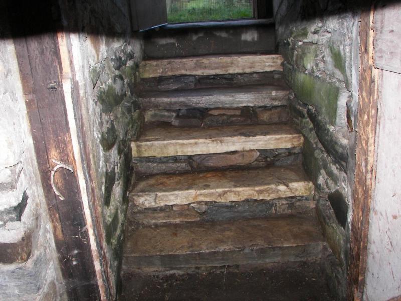 basement steps 009.jpg