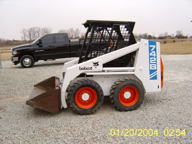 Bobcat 742 side Left.jpg