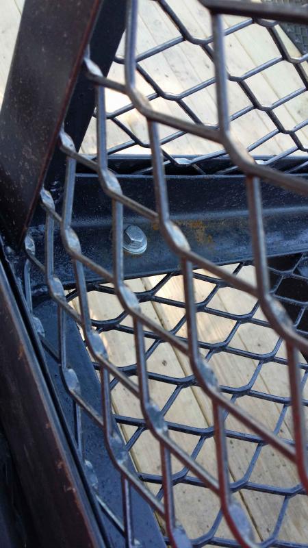 Cage-close-up-bolt-through.jpg