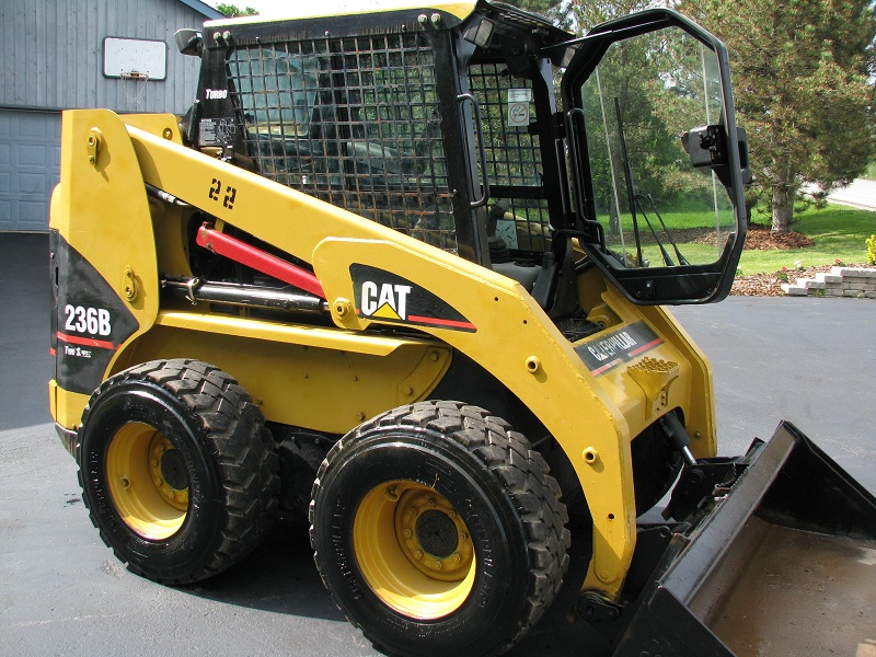 CAt 236B Skid Steer May 2010 003.JPG