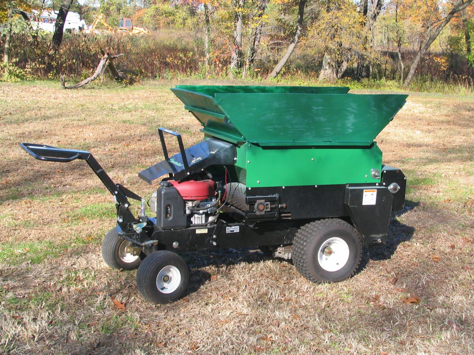 Earth & Turf 100sp Topdresser 1.jpg