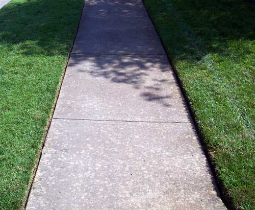 Blade edging ideas when grass roots dirt level is above for Edging to keep mulch off sidewalk