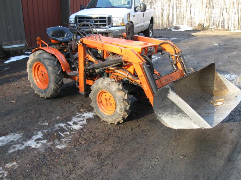 Kubota B7100 Backhoe Attachment : Ok guys lets see your compact tractors lawnsite