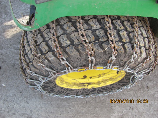jd 445 right rear tire.JPG