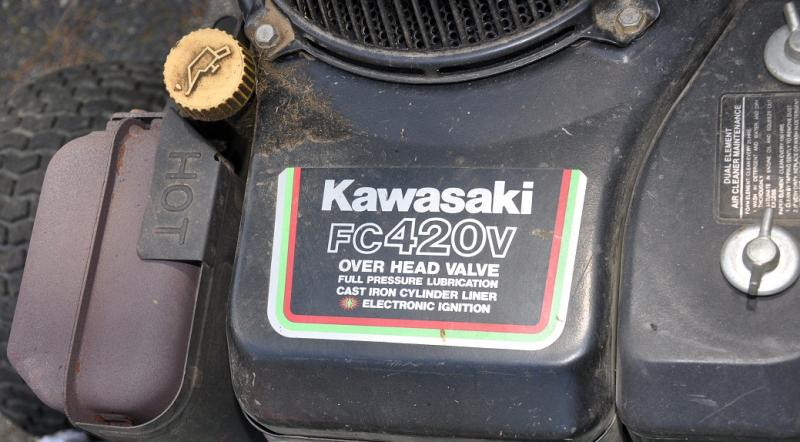 kawasaki engine leak 2.jpg