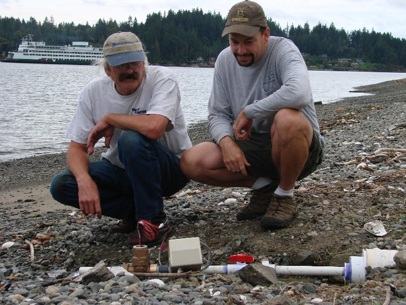 Mike and Russ measuring outflow of cistern 2007.JPG