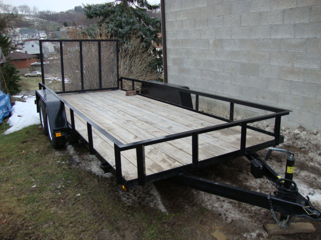 new trailer side of garage.JPG