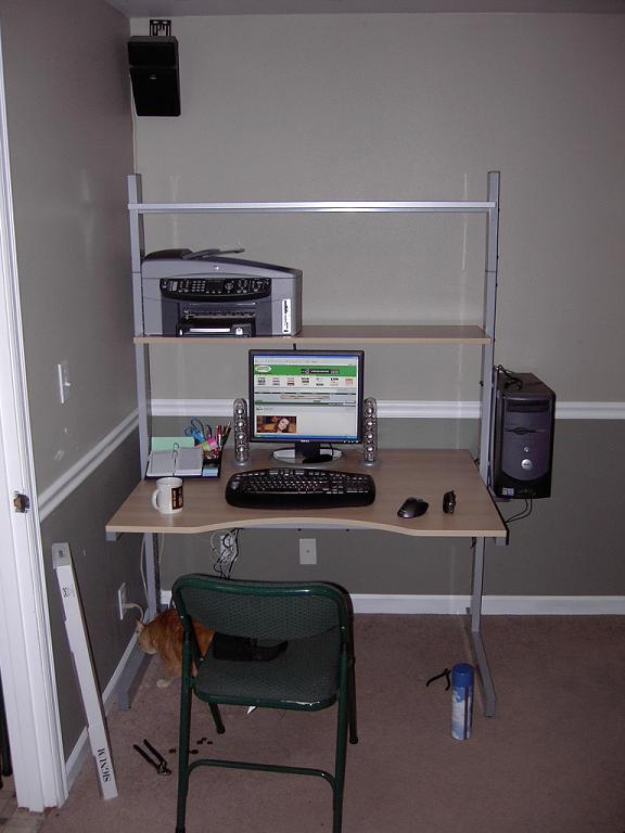 New Workstation small May 2006.JPG