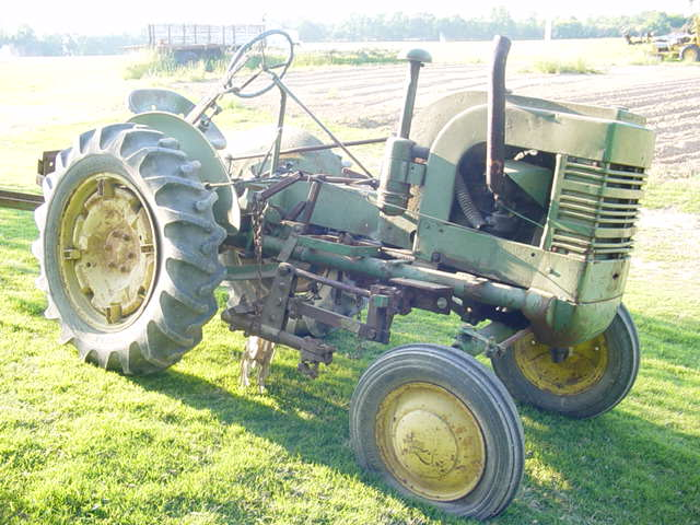 Old JD Tractor 005.jpg