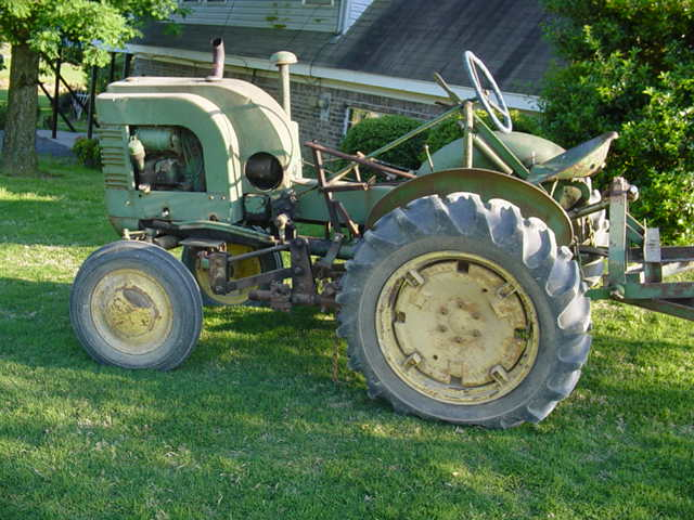 Old JD Tractor 006.jpg