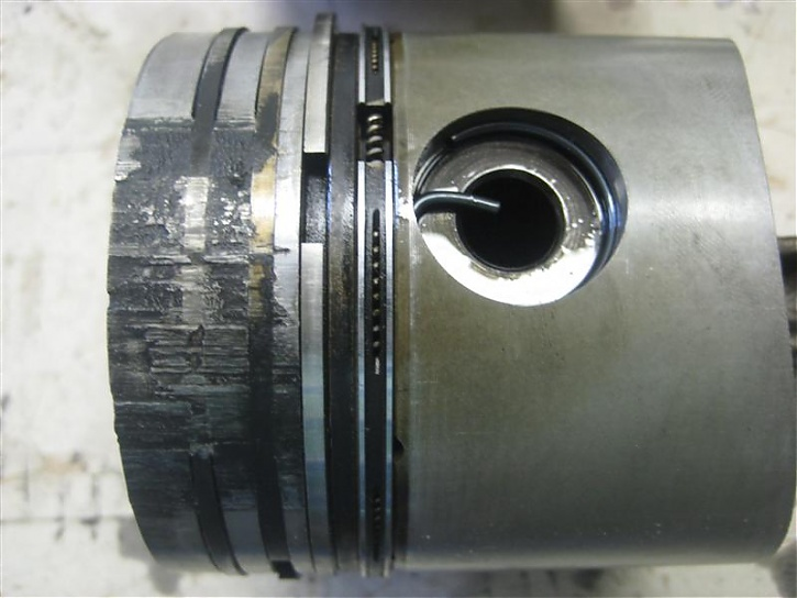 Rear #2 Pistons bottom.jpg