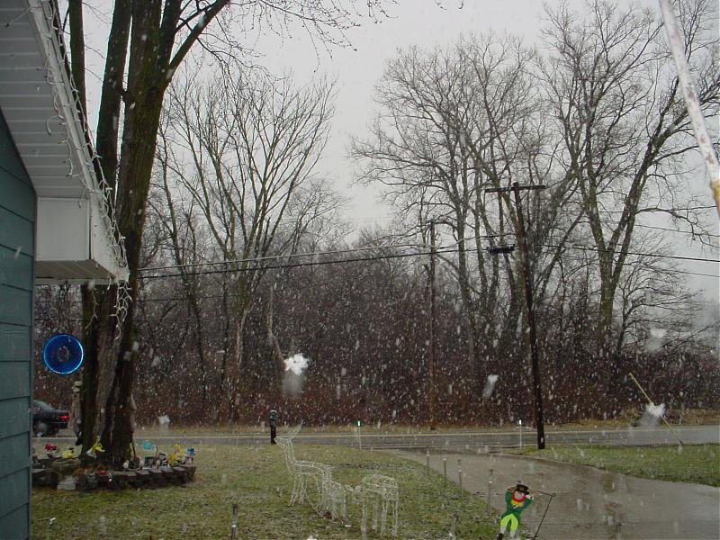 snow in April 001.jpg