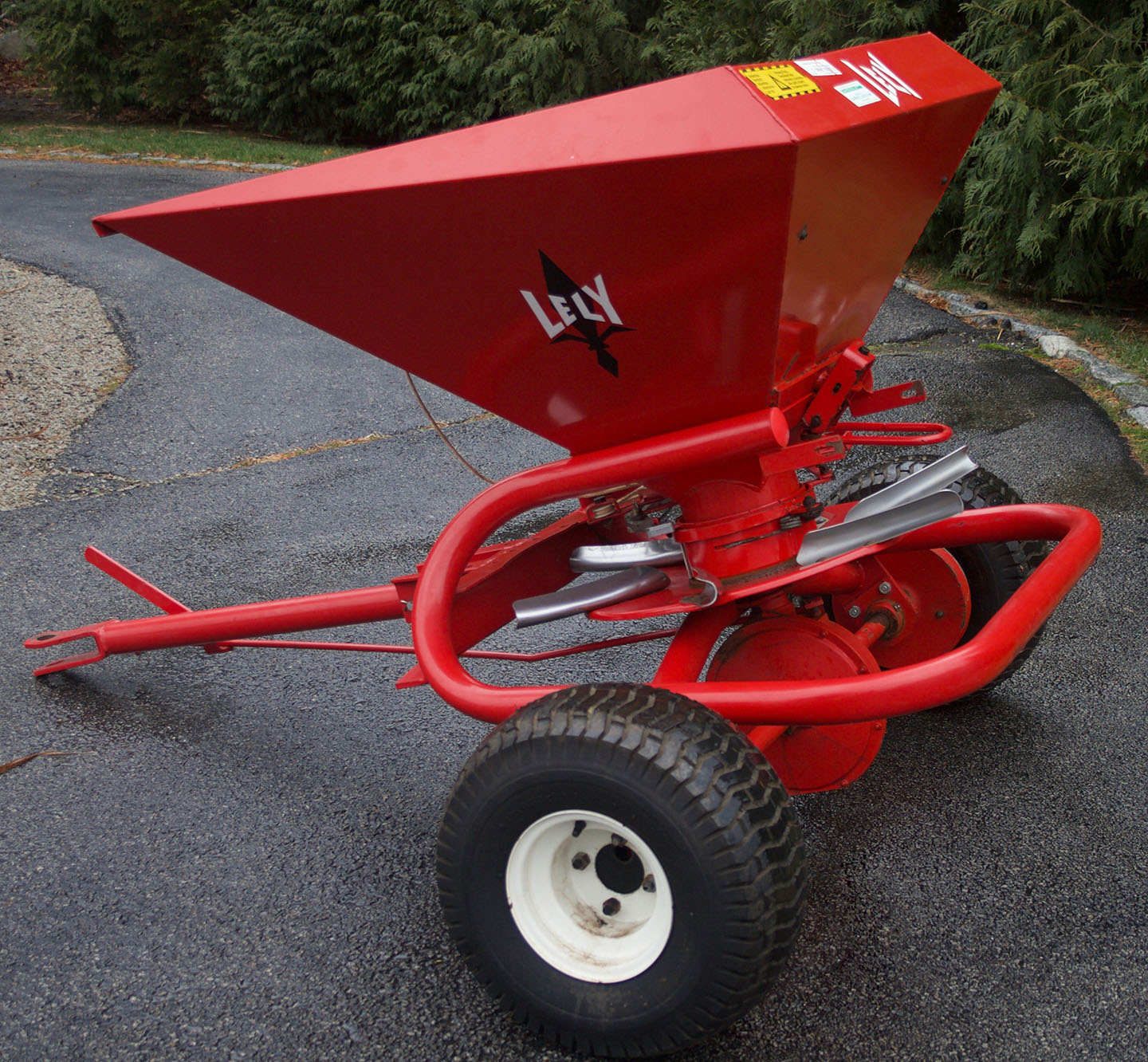 Tow Behind Broadcast Spreader : Lely w tow behind lb capacity commercial broadcast