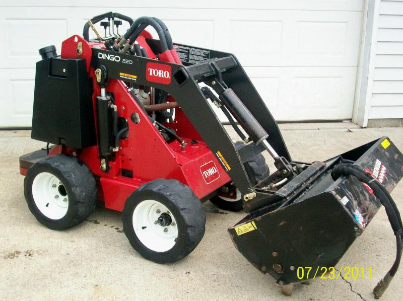 toro dingo 229 cleaned side view (2).jpg