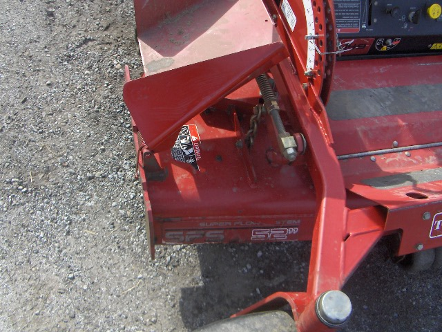 toro zero turn and gas can 003.jpg