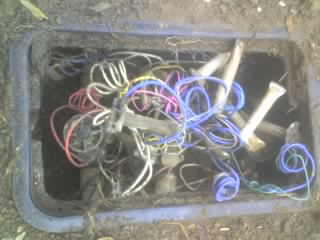 wire mess in 1st manifold.jpg